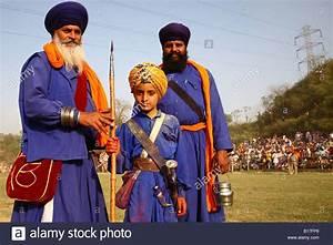 Nihangs (sikh warriors) at Anandpur sahib during Hola ...