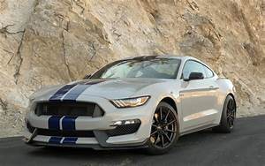 Ford Mustang Shelby Gt350 : ford mustang shelby gt350 2016 car of the year nominee news ~ Medecine-chirurgie-esthetiques.com Avis de Voitures
