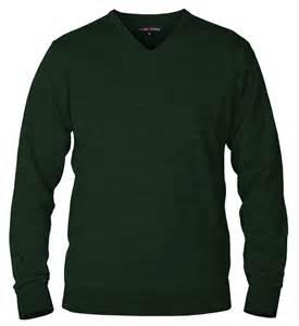 pullover designen chester dunkelgrüner pullover mit v ausschnitt aus merinowolle
