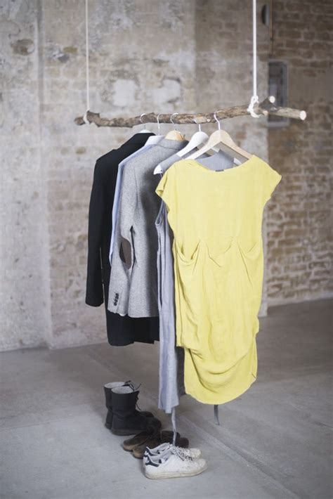 garderobe selber machen ideen diy kleiderstange zum selber machen aus einem ast und zwei seilen als garderobe for the home