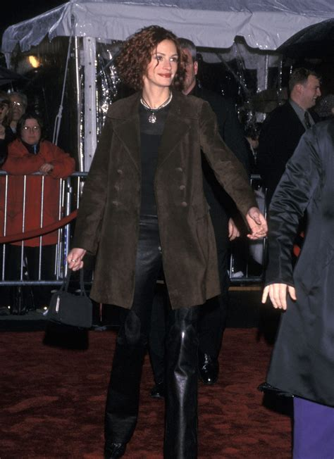 18 Celebrity Outfits From the Year 2000 We Would Still ...