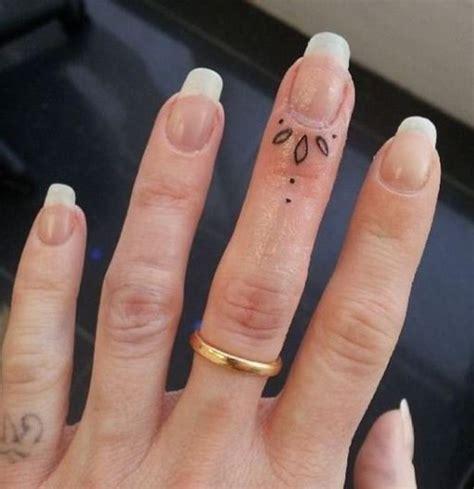 le tatouage bague  laime pour son cote discret