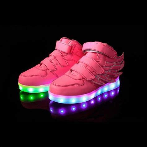 les 25 meilleures id 233 es concernant chaussures lumineuses sur chaussures de marche
