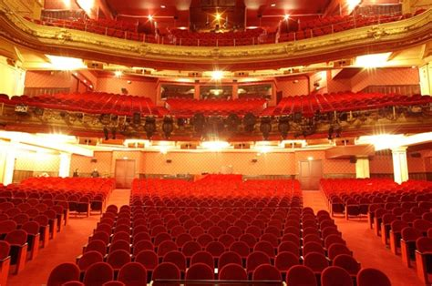 theatre mogador plan salle 233 die musicale du moment 171 la et la b 234 te 187 au th 233 226 tre mogador