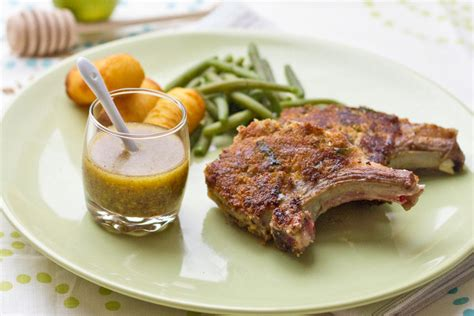 cuisiner cote d agneau côtes d 39 agneau à la moutarde à l 39 ancienne et aux herbes