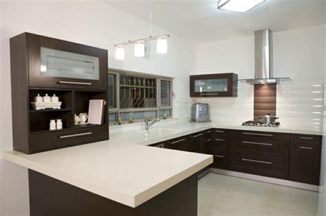 cuisines centrales cuisine en u idéale pour les espaces ouverts