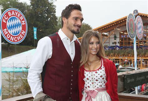 View of the bavarian alps. FC Bayern auf der Wiesn: Der Besuch des Rekordmeisters auf dem Oktoberfest im News-Blog - Video ...