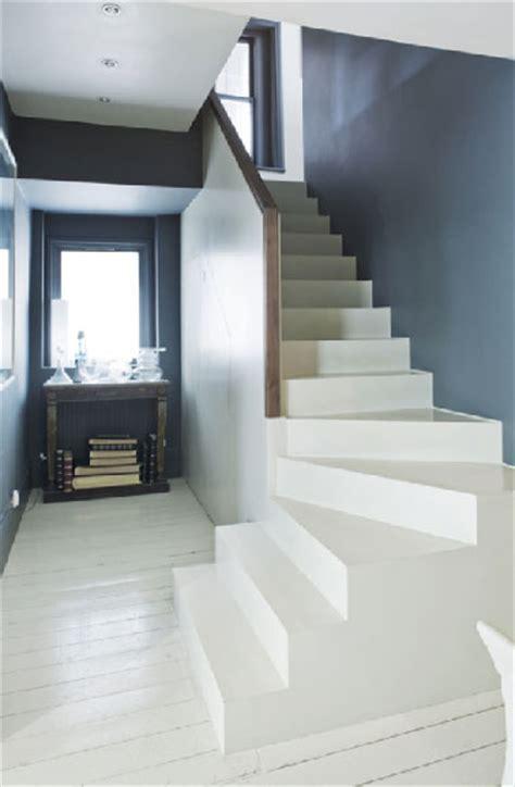 peinture pour sol farrow and dans escalier et entr 233 e peinture pour sol d 233 poussi 233 rage et