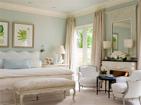 decorating tips for small rooms light blue bedroom wall