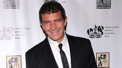 antonio banderas reveals his mother has passed away see