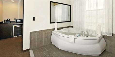 hotels with whirlpool tubs in room maryland tub suites hotel rooms inns with