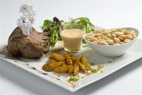 cuisiner poitrine d agneau tendre et savoureuse viande d agneau savoir cuisiner fr