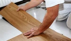 Comment Recouvrir Du Carrelage Mural : poser un sol vinyle nos conseils c t maison ~ Melissatoandfro.com Idées de Décoration
