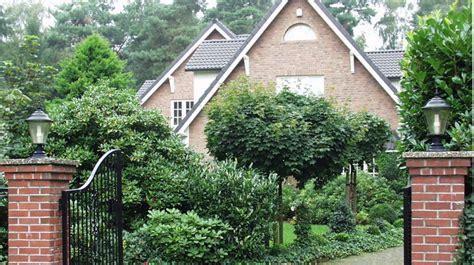 Immergrüne Sträucher Für Kübel by Immergr 252 Ne Laubgeh 246 Lze Garten Bitterfelder Spatz