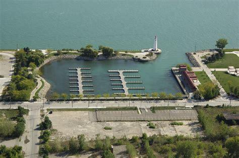 Boat Marinas In Detroit by St Aubin Park Marina In Detroit Mi United States