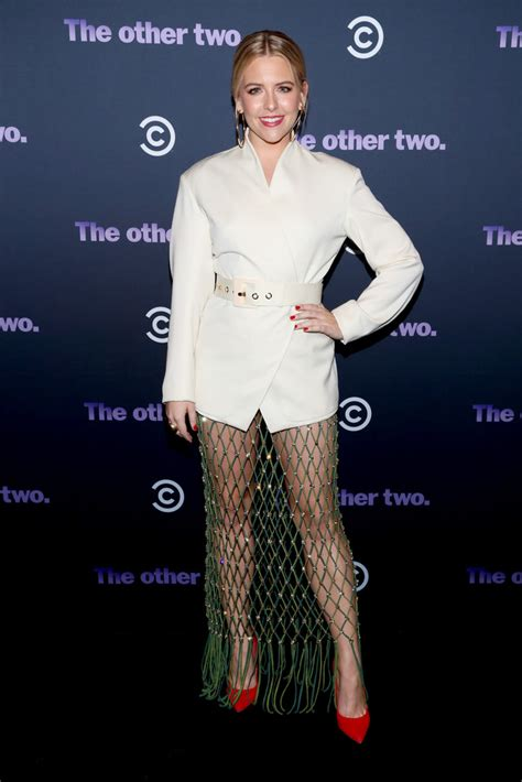 heléne yorke comedy central s the other two series premiere party zimbio