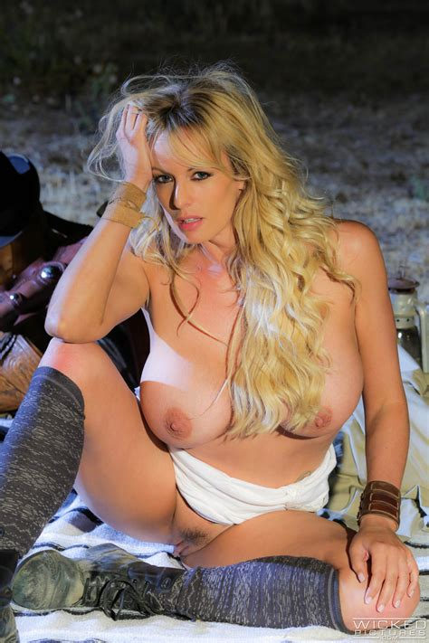 Busty Blonde Is Deepthroating In The Nature Photos Stormy