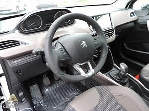 Interieur Peugeot 2008 Allure : livraison du peugeot 2008 allure 1 2 82ch neuf de mr et mme v dans le 44 loire atlantique ~ Medecine-chirurgie-esthetiques.com Avis de Voitures
