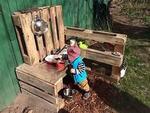 Outdoor Spielzeug Für Kleinkinder : matschk che bauen f r kinder pinterest europalette selber basteln und g rten ~ Eleganceandgraceweddings.com Haus und Dekorationen
