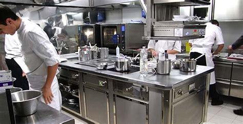 organisation cuisine professionnelle chacun rôle la croisette