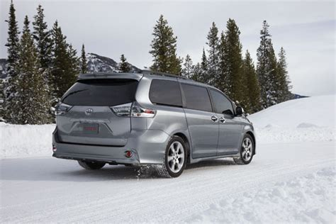 lexus minivan 2014 toyota recalls sienna minivan and lexus gs sedan the