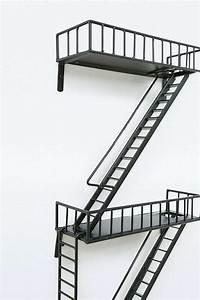 Etagere Escalier But : une tag re en escalier de secours guten morgwen ~ Teatrodelosmanantiales.com Idées de Décoration