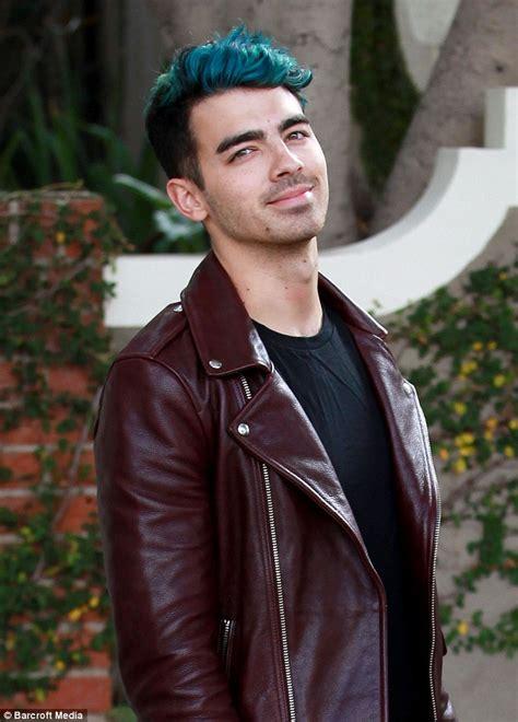Joe Jonas unfollows ex Gigi Hadid on Instagram as her Zayn ...