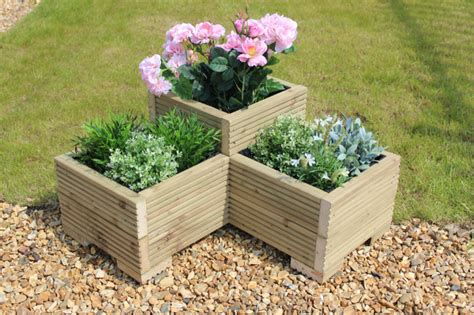 diy corner planters perfect  small gardens