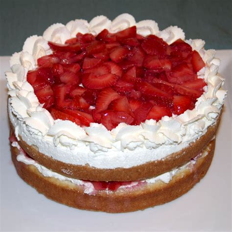 cakes decorated with strawberries cake decorating with fresh strawberries trendy mods