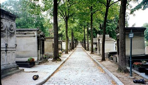 pere la chaise père lachaise cemetery practical information photos and