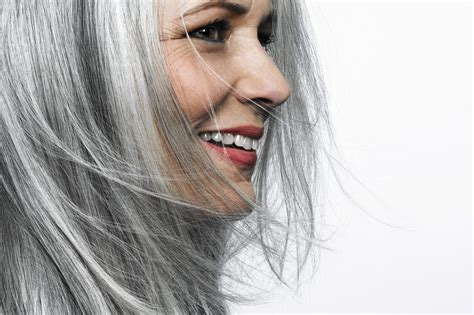 graue haare männer trend ditching dye how to go gray gracefully hairs