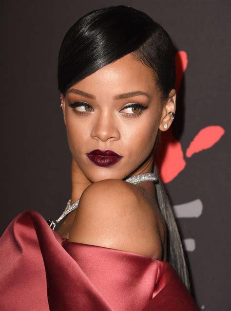 choose lipstick color   skin tone