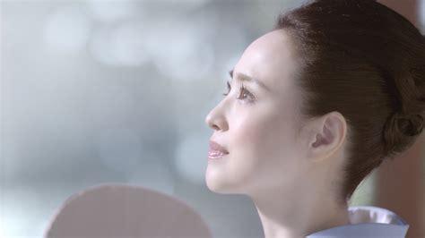 """松田聖子、新cmでしっとり着物姿を披露 高畑充希は印象的な""""目力""""カット 「アスタリフト ホワイト」新cmが公開"""