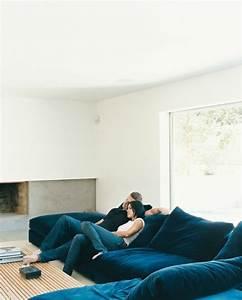 Le gros coussin pour canape en 40 photos for Quelle couleur avec le bleu 6 la signification des roses quelle couleur de roses offrir