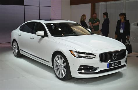 volvo  boasts   seat fit   king