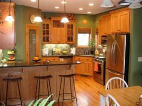 kitchen oak cabinets color ideas 17 best ideas about oak kitchens on craftsman kitchen wood cabinets and oak kitchen