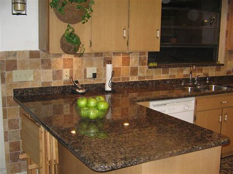 Modern Kitchen With Brown Granite Countertops — Saura V
