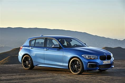 facelifted bmw  series revealed carscoza