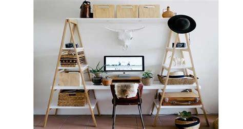 faire un bureau pas cher bureau à réaliser avec des échelles en bois deco cool