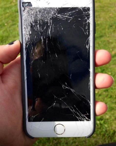 broken screen iphone 6 apple fans take to to complain that iphone 6 and