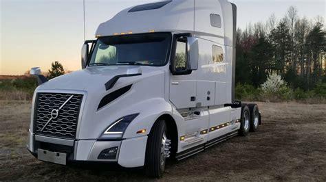 volvo vnl  semi truck full walkaround exterior