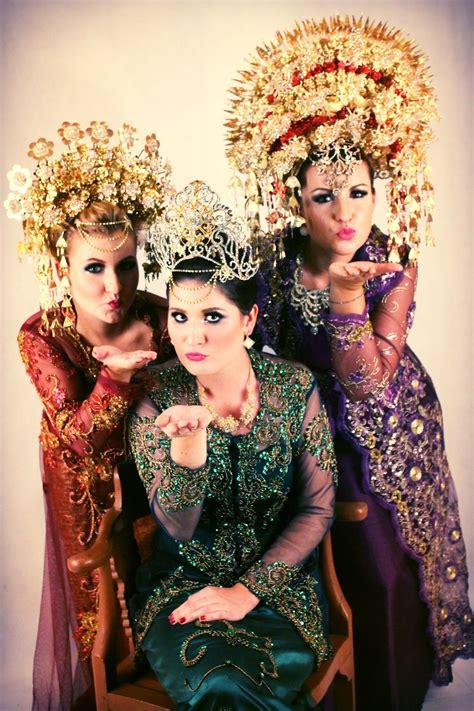 traditional indonesian wedding dresses wedding