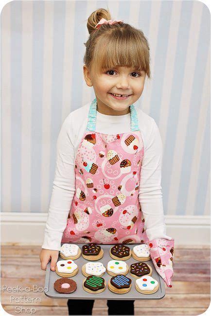 FREE Toddler Apron Pattern & Toddler Oven Mitt Pattern