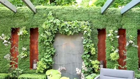 perete vegetal in gradina cu de munte