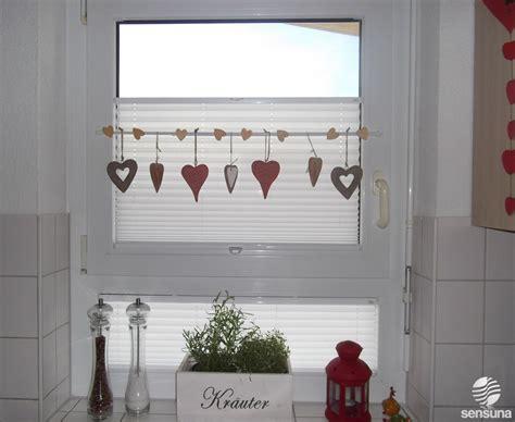 Gardinen Für Küchenfenster by Tolle Fensterdeko Am K 252 Chenfenster Und Dazu Passende