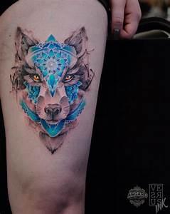 Tatouage Loup Graphique : tatouage loup femme cuisse ~ Mglfilm.com Idées de Décoration