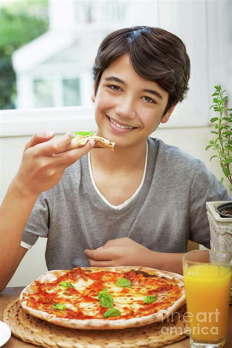 boy eating pizza   hq  puzzle games