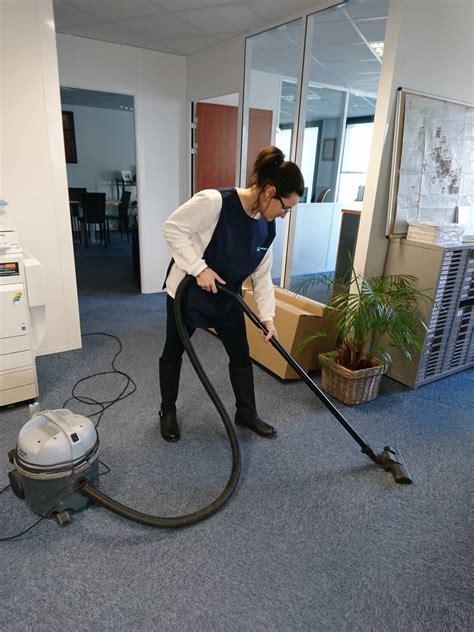 femme de m 233 nage pour le nettoyage de vos bureaux sur la zone techlid