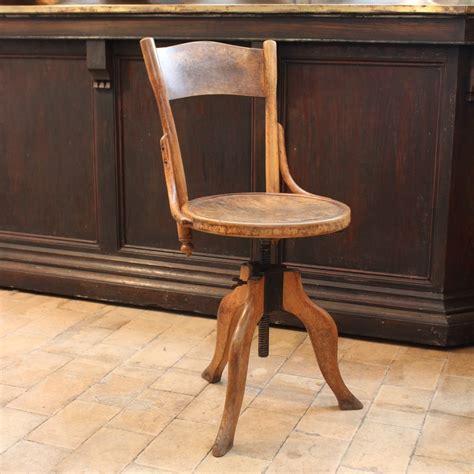chaise d atelier ancienne chaise d 39 atelier en bois