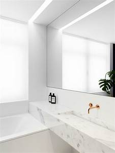 Grand Miroir Design : grand miroir contemporain un must pour la salle de bain ~ Teatrodelosmanantiales.com Idées de Décoration